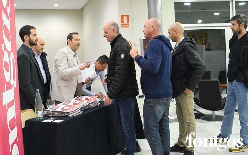 Recibiendo a los asistentes al evento Fontgas-Baxi